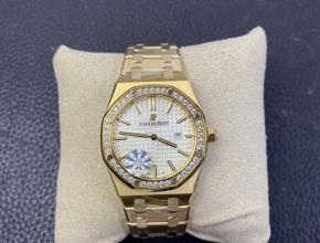 爱彼复刻手表女款皇家橡树67650系列黄金色白盘腕表