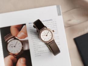 伯爵顶级高仿手表ALTIPLANO系列女士钻石皮带石英腕表