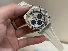 爱彼顶级高仿手表多功能计时系列女款镶钻白盘橡胶带腕表