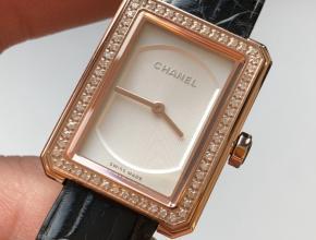顶级复刻手表香奈儿女款白盘黑带BOY. FRIEND系列石英皮带腕表