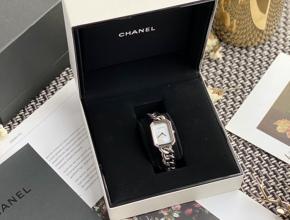 顶级复刻手表香奈儿女款白盘钢带石英腕表