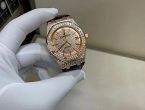 爱彼男款真金真钻皮带腕表