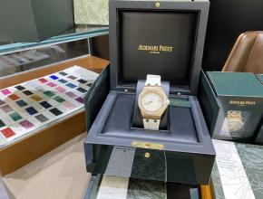 复刻手表爱彼AP67540皇家橡树离岸系列37mm白盘橡胶带石英女表