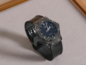 宇舶男装黑盘橡胶带经典融合系列黑色陶瓷机械手表